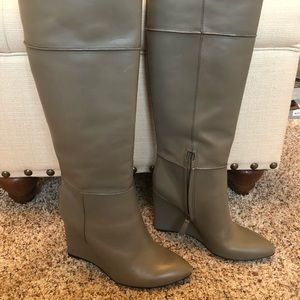Tory Burch Linnett Grey Wedge Boots Size 7
